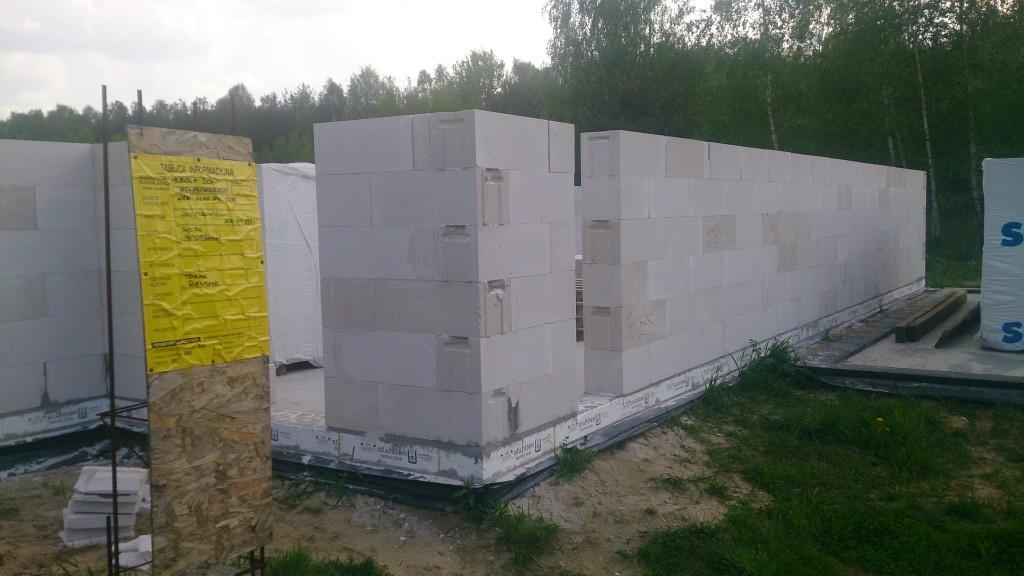 Autentyczna budowa. ściany wykonane samodzielnie przez inwestorów, którzy nigy wcześniej nie budowali